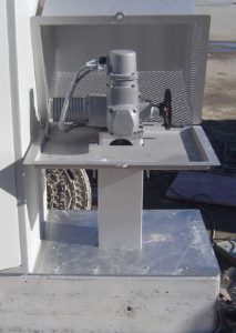 Elektroantrieb eines Steinhardt-Elektroslide in der Oberflurmontage, um im Notfall einen einfachen Handbetrieb zu ermöglichen