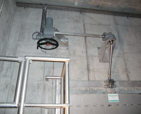 Auma electric actuator for opening and closing a gate valve