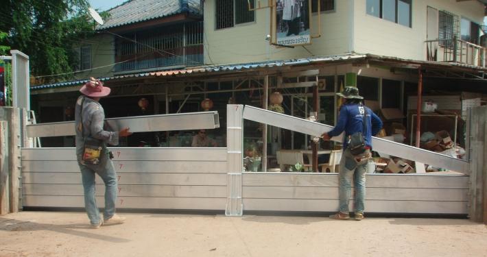 Mobiler Hochwasserschutz in Samutsakhom, einem Vorort von Bangkok.