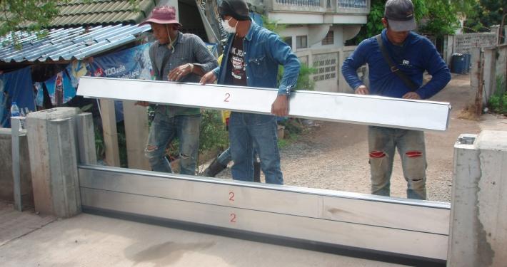 Mobile Hochwasserschutzmaßnahme in Samutsakhom, einem Vorort von Bangkok